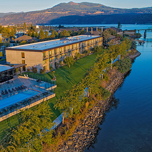 For premier riverfront lodging and dining visit the Best Western Plus Hood River Inn and Riverside restaurant.