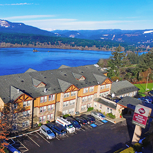 Lodge and dine with stunning views at Best Western Plus Columbia River Inn and Bridgeside Restaurant in Cascade Locks, Oregon